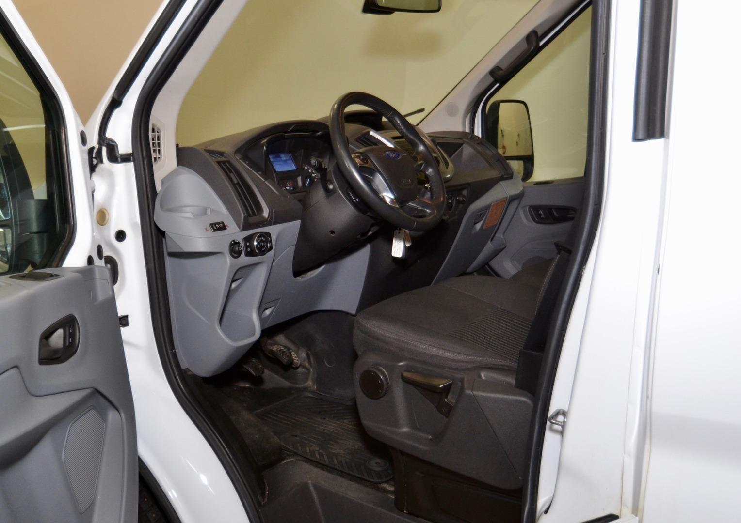 Ford Transit, 460 155 hv 18 paikkaa